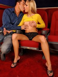 Сюрприз в кинотеатре - 4 картинка