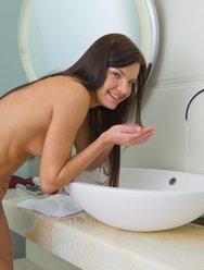 Мастурбация в ванной - 10 картинка
