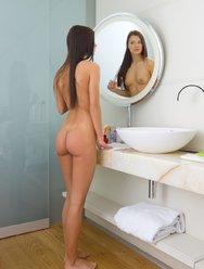 Мастурбация в ванной - 4 картинка
