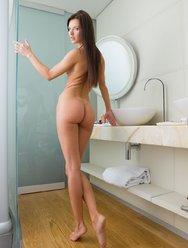 Мастурбация в ванной - 12 картинка