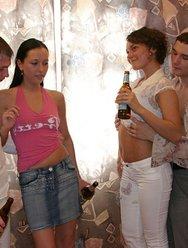 Напоили давалок пивом - 10 картинка