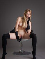 Belinda в чёрных чулочках - 13 картинка