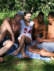 Групповой пикник - 1 картинка
