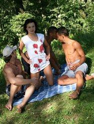Групповой пикник - 2 картинка