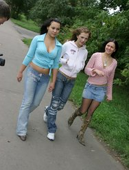 Студенты в бильярдной - 1 картинка