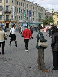 Пикап на улице большого города - 1 картинка
