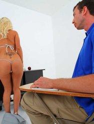 Сексуальная училка на дополнительных занятиях - 5 картинка