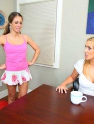 Строгая госпожа и её домохозяйка - 13 картинка