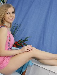 Русская красавица трахается с массажистом - 6 картинка
