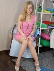 Русская красавица трахается с массажистом - 4 картинка