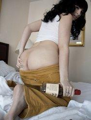 Bailey Jay в кроватке - 9 картинка