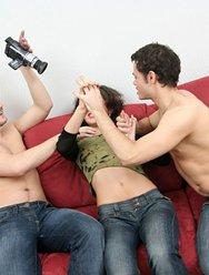 Молодёжная групповуха с блядями - 2 картинка