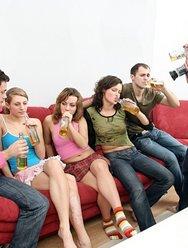 Молодёжная групповуха с блядями - 17 картинка