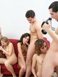 Молодёжная групповуха с блядями - 24 картинка