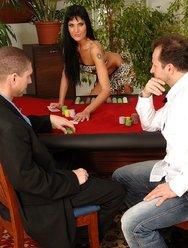 Проиграла пизду в казино - 1 картинка
