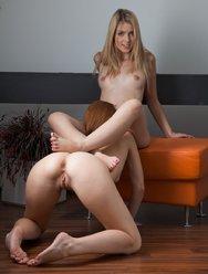 Красивый секс двух лесбиянок - 29 картинка