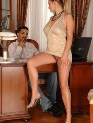 Волосатая киска секретарши - 2 картинка