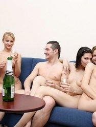 Пьяная групповуха русской молодёжи - 4 картинка