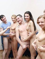 Пьяная групповуха русской молодёжи - 5 картинка