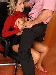 Секс в офисе - 12 картинка