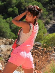 Голая девка в горах - 2 картинка