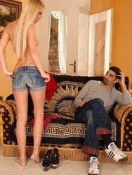 Блондинка в нижнем белье - 4 картинка
