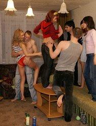 Пьяная молодёжная оргия - 9 картинка