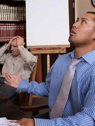 Грудастая начальница оттрахала подчинённого - 3 картинка