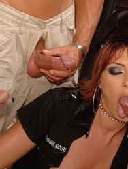 Сексуальная полицейская наказала за превышение - 12 картинка