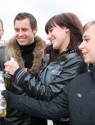 Пьяная групповуха с блядями - 1 картинка