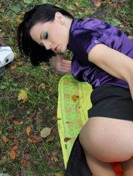 Бутылка в пизде трахнутой жены - 29 картинка